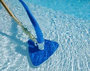 Чистка бассейнов и водных горок