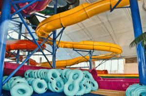 Правила пользования водными горками аквапарков